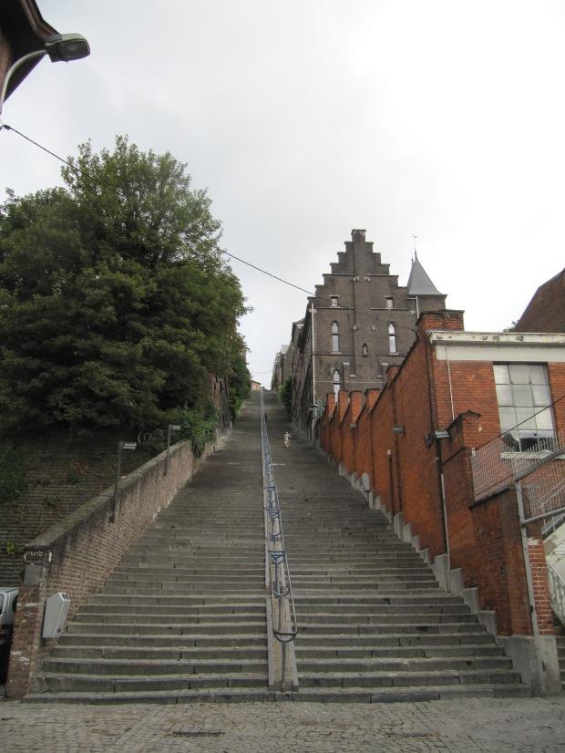 La montagne de Bueren, proche de la Meuse. Ses 374 marches mènent directement vers la citadelle.