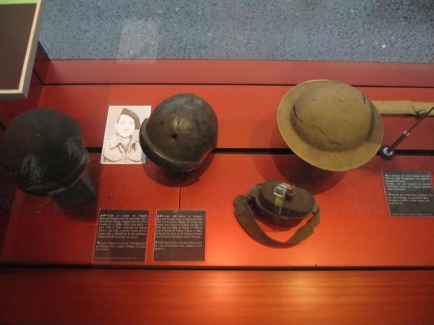 Objets anglais et français 39-40 utilisés au début de la France libre.
