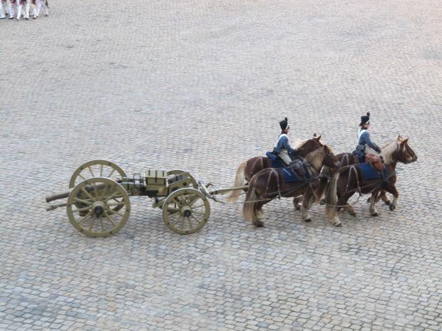Le Gribeauval et son attelage. Le son des sabots sur les pavés est unique.