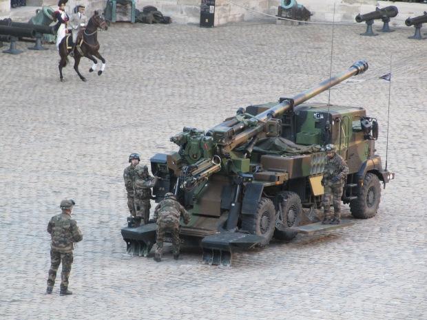 Le CAESAR, camion d'artillerie de 155mm.