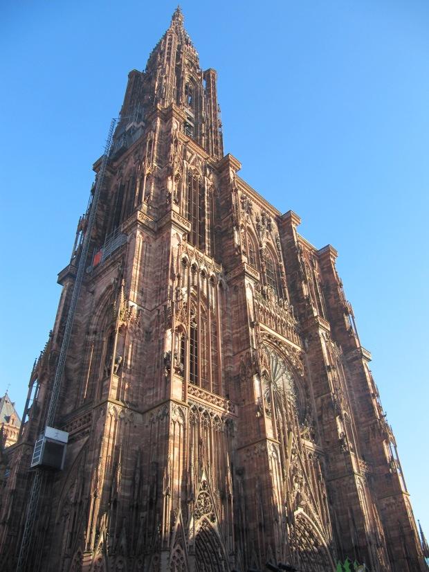 La fameuse cathédrale de Strasbourg, voir les photos de Leclerc pour le pourquoi du comment.