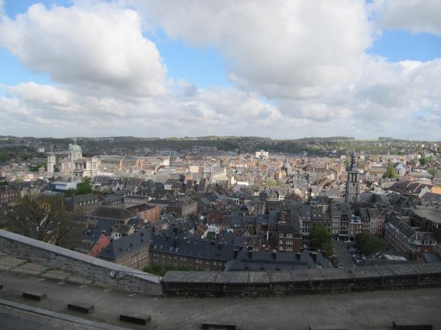 Vue de la ville (côté Sambre) depuis le sommet.