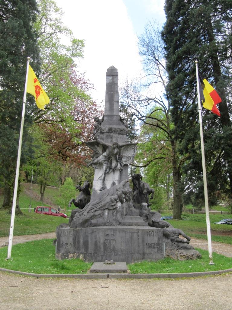 Bonus, le monument aux morts.