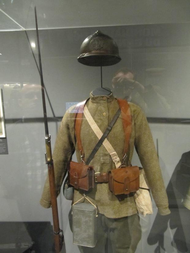Soldat russe en France vers 1916. Son arme et son équipement sont français. Plus de 20.000 Russes vinrent se battre sur le front ouest.