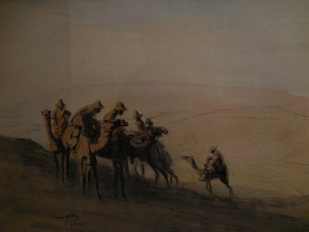 """James Mc Bey illustre la guerre dans le désert avec cette """"Longue patrouille: pistes découvertes"""" (The long patrol: tracks discovered)."""
