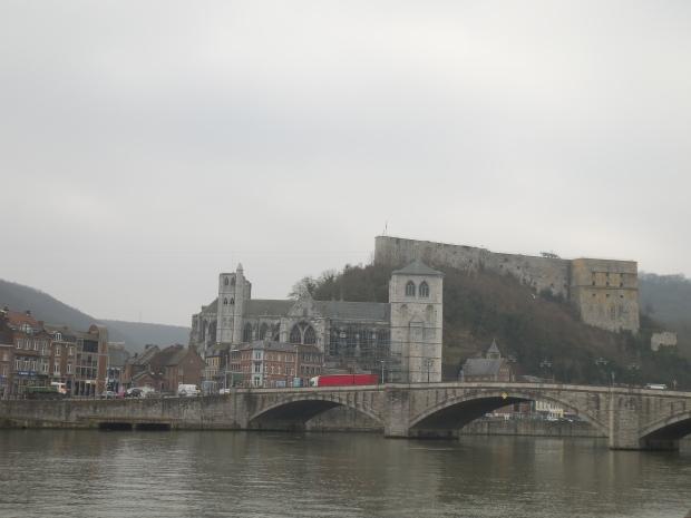 Vue du fort de Huy depuis la Meuse.