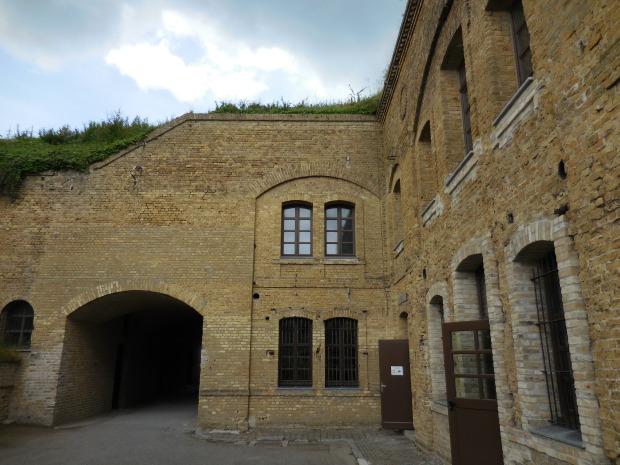 A Leffrinckoucke, le fort des Dunes, de l'époque de Séré de Rivières. Explications : https://www.youtube.com/watch?v=yBA_TPnLl_Y Il abrita de nombreux hommes durant les combats.