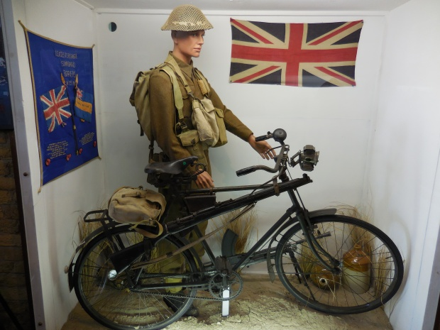 Cycliste britannique, musée du souvenir de Dunkerque.