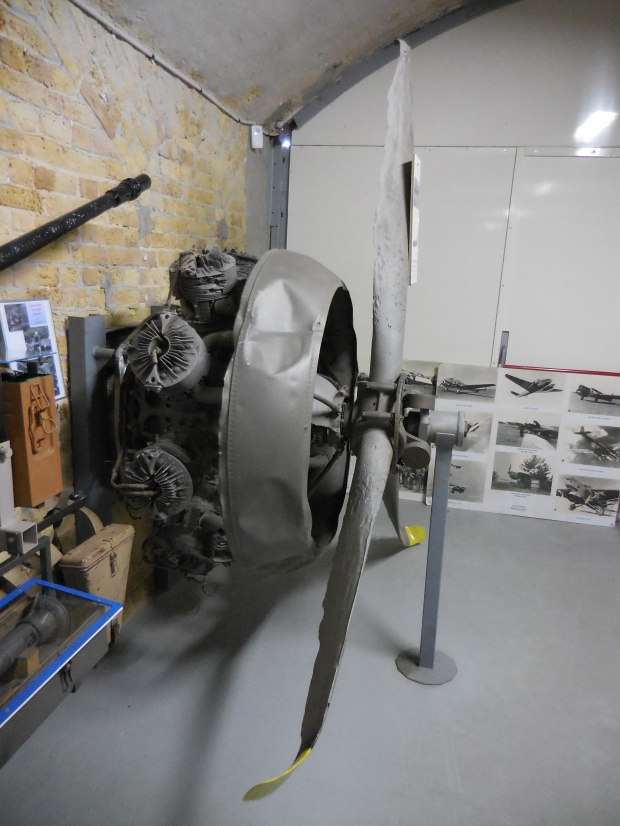 Moteur d'avion, musée du souvenir à Dunkerque