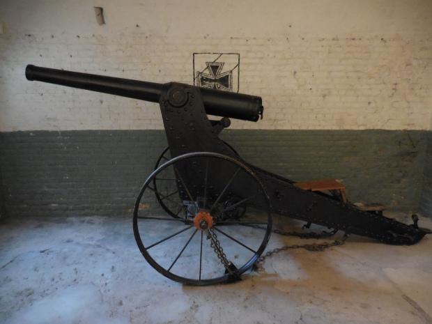 Pièce de 90 du système de Bange (mis en place avant 1914), qui armait à l'origine le fort.