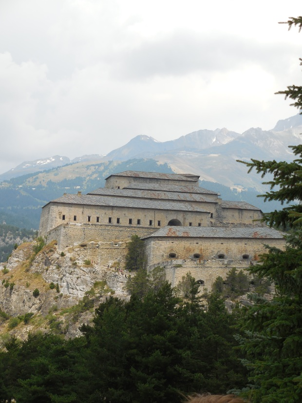 Introduction avec cette vision de la barrière de l'Esseillon, édifiée pour protéger la frontière franco-piémontaise dans les années 1810-1830.