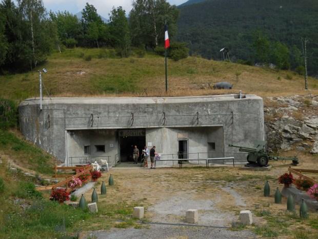 Entrée du fort Saint-Gobain, ouvrage de la ligne Maginot des Alpes.