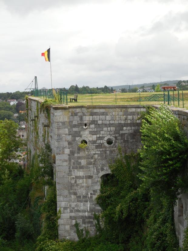 Autre vue, le drapeau belge.