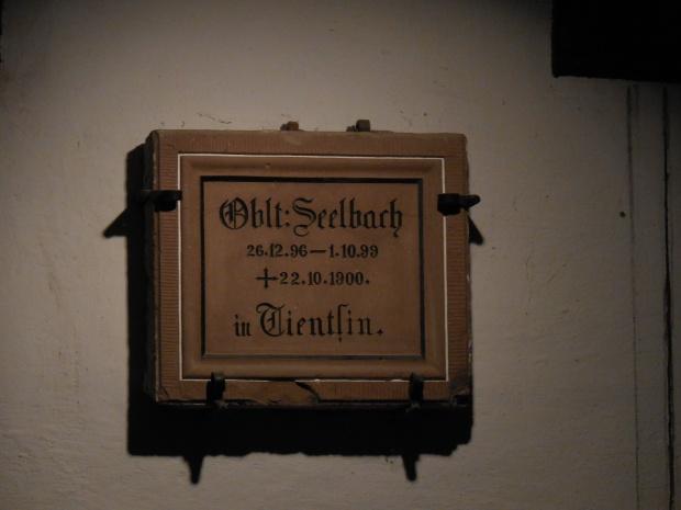 Une plaque au créateur... De la bière Tsingtao !