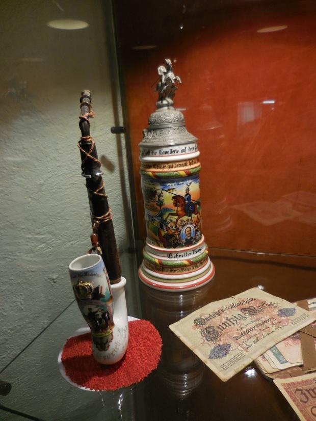 Chope et pipe décorées.